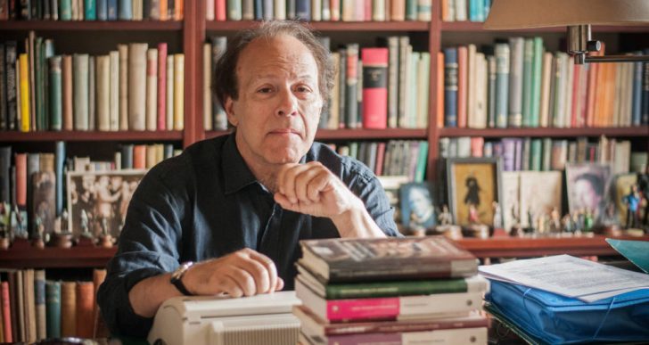 الروائي الإسباني خافيير مارياس: القصة تُروى مرة واحدة فقط.. وإلى الأبد!