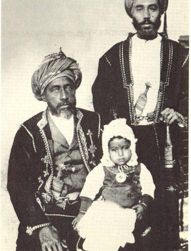 كيف غير الإنجليز توجه السلطان تيمور في تعليم ابنه سعيد؟